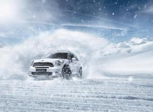 Mini Countryman takes to the slopes at Burton High-Fives